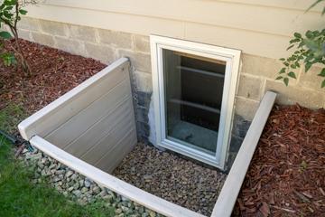Keller mit kleinem Fenster