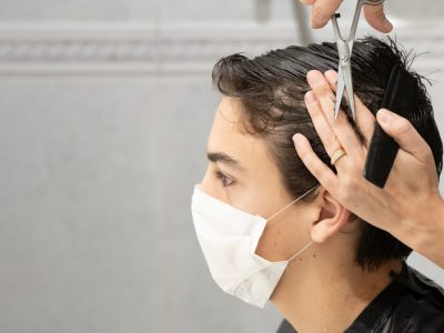 Haareschneiden mit der Maske